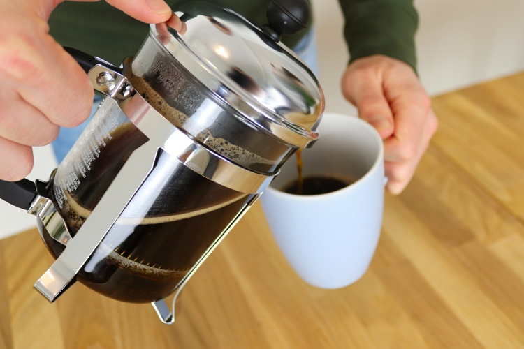 French Press ausgiessen - Coffee Tasters